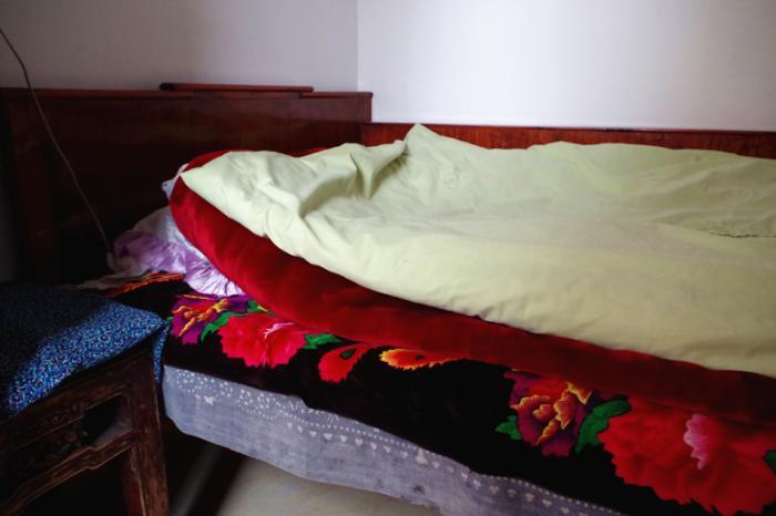 老人干净的床褥