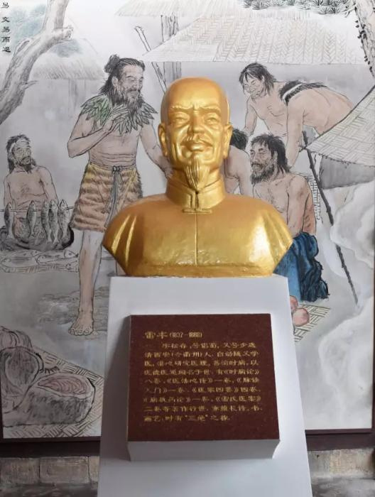 衢州神农殿内供奉的雷丰塑像