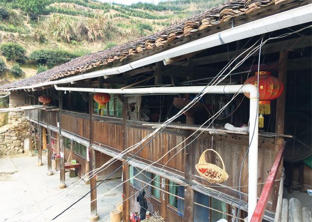 雷祖利的家是典型的两层楼木结构的畲族民居
