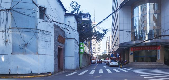 20世纪50年代初,张沛虬开办的中医内科启水诊所,今国医街56号