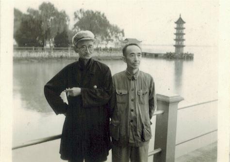 钟一桂(左)与钟一棠合影
