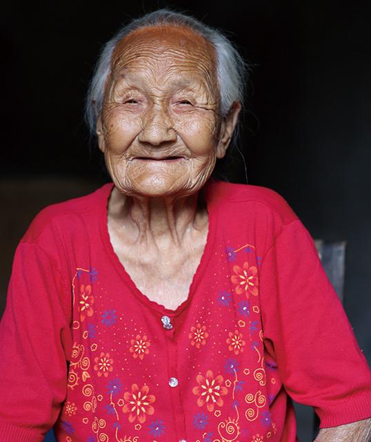 百岁老人李妙香:承佛宗皇韵慈孝遗风气质,历百年笑看安洲风雨从容